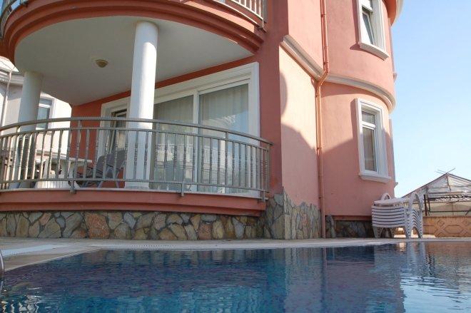 Изумительная частная вилла с бассейном
