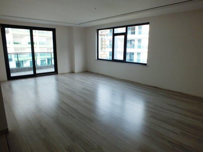 Современная трехкомнатная квартира в престижном комплексе в районе Каргыджак