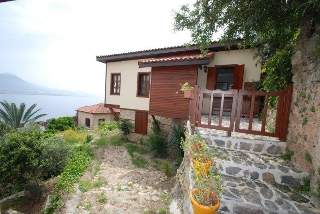 Furnished Villa on the fortress in Alanya