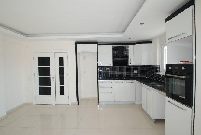 Проcторная новая  квартира на высоком этаже в центре Махмутлара