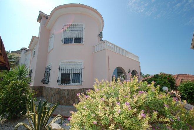 kargıcak da deniz manzaralı müstakil villa