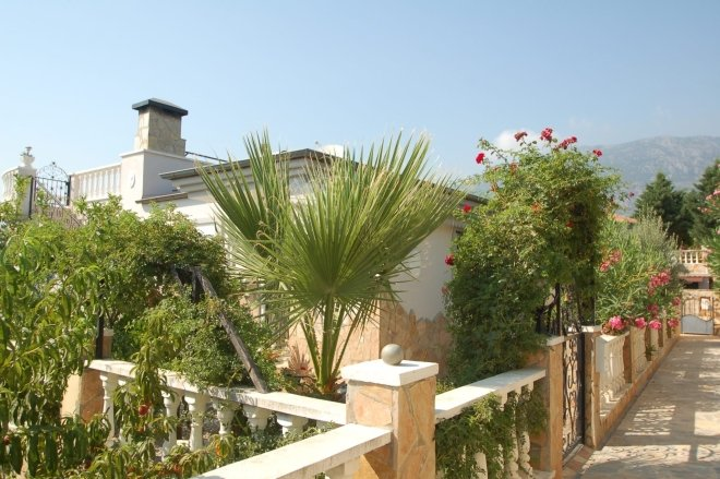 Private furnished villa with pool near by the sea