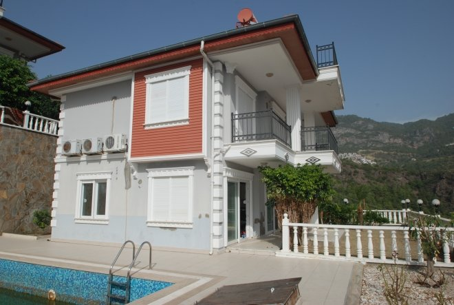 Alanya da satılık deniz manzaralı 4+1 villa