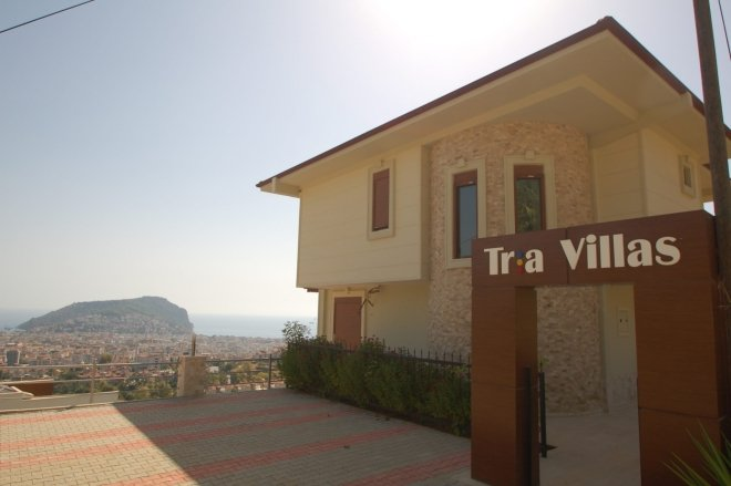 Detached villa with a unique view of the sea, the mountains and the fortress