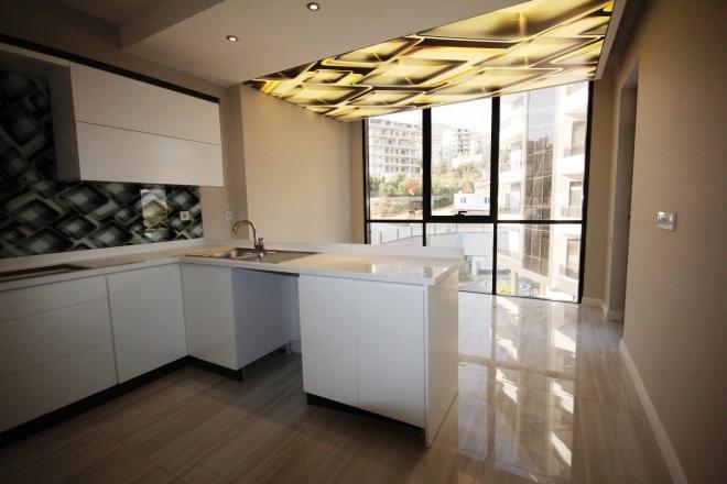 Новая большая квартира у красивым дизайном в современном комплексе